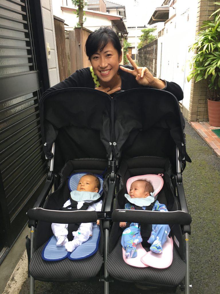 双子ベビーカーで散歩