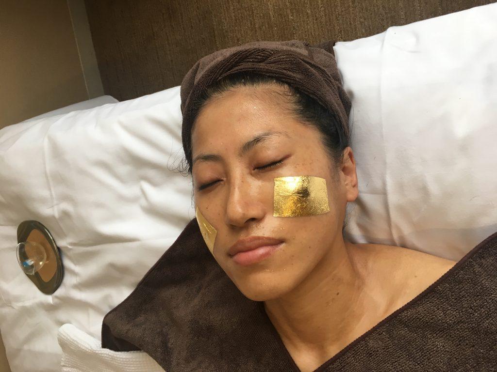 金箔貼った顔