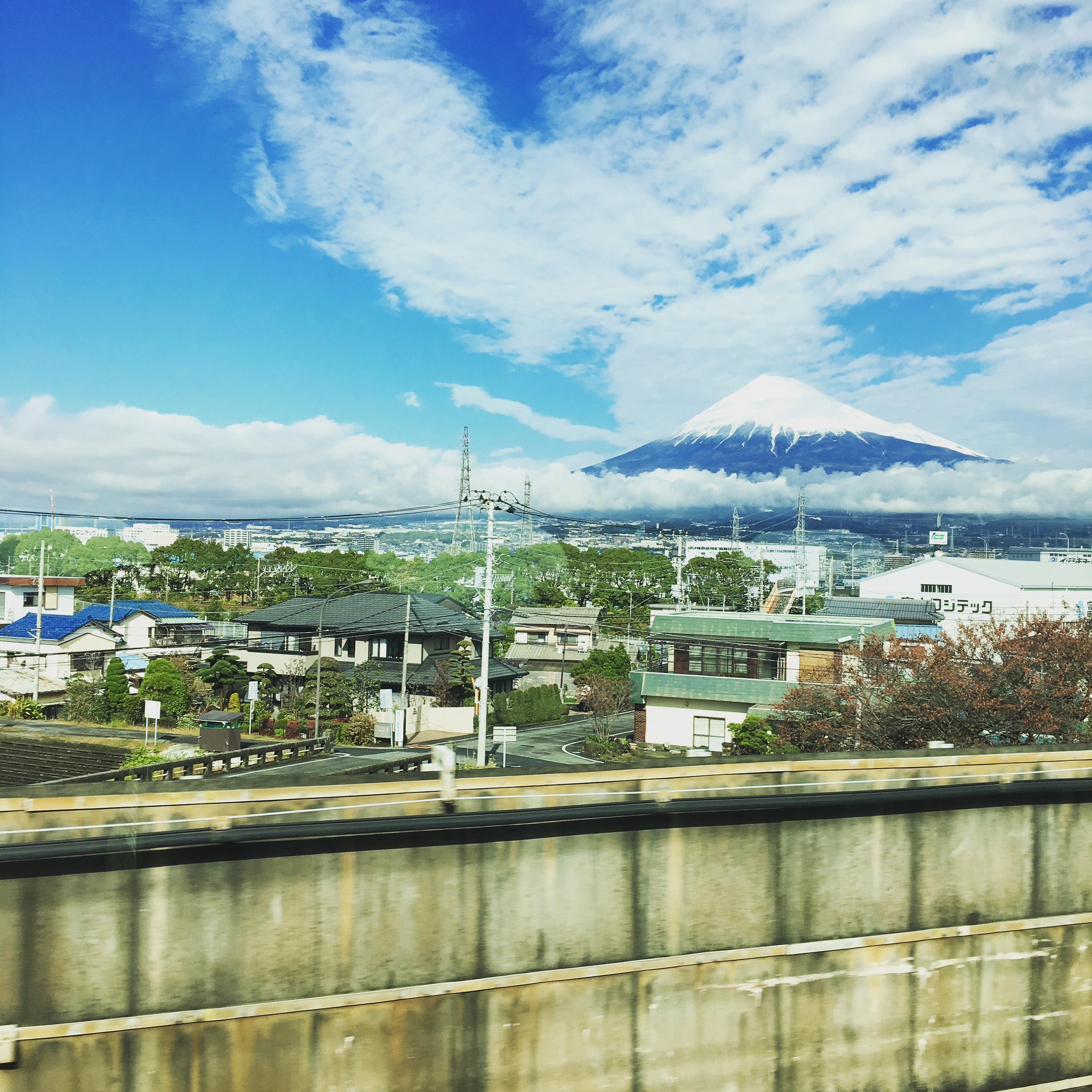 グリーン車から見た富士山