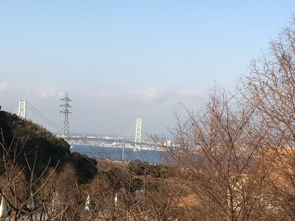 散歩道から見た明石海峡大橋